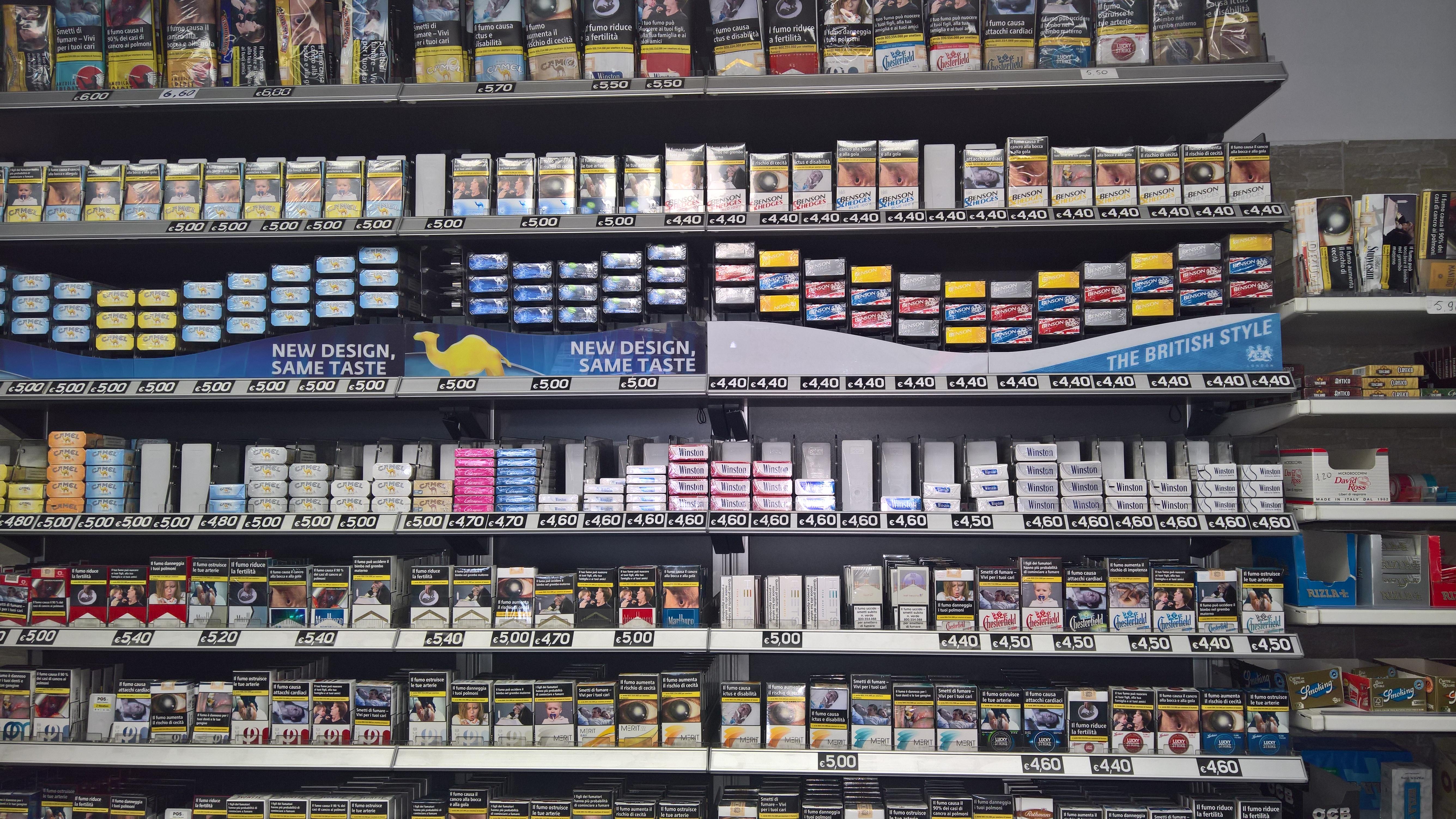 Tabaccheria tipologie a comm vendita e cessione for Arredo tabaccheria